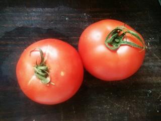 番茄龙利鱼,这时候取番茄洗净