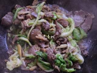 原香羊肉烩白菜 营养滋补美味家常菜 冬天御寒进补的首选,大火把白菜带进来的水稍微收一收,就可以出锅了。