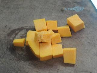 红薯糯米果子,蒸的时候将南瓜切块