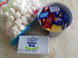 伪曲奇~巧克力棉花糖饼干,准备好材料,棉花糖称重,黄油切小块软化,巧克力称重好备用