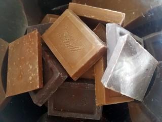 伪曲奇~巧克力棉花糖饼干,巧克力也和棉花糖一样,在炉子上隔热水融化