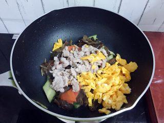 木须肉,加入猪肉、鸡蛋