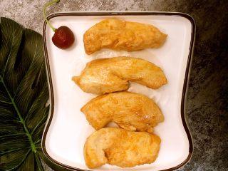 香煎奥尔良鸡胸肉,也可以搭配蘸酱吃!