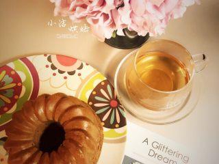 可可榛子萨瓦林蛋糕,脱模后很好看