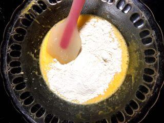 肉松or红豆蛋糕卷,晒入低筋面粉