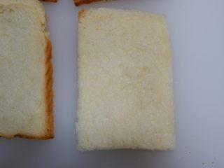 快手早餐—香肠吐司卷,切去吐司的边缘