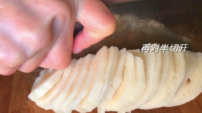 藕片炝炒鸡心,再对半切开