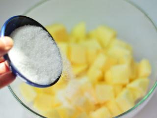 苹果果酱,倒入白砂糖