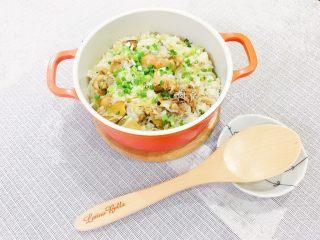麻油鸡高丽菜饭,香喷喷又好吃的麻油鸡高丽菜让人忍不住一口接一口。