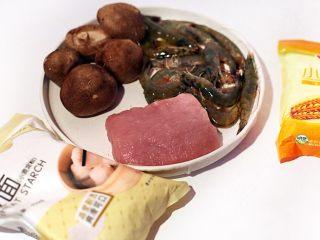 廣式茶點-蒜蓉炸蝦餃,準備各種食材