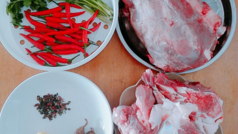 筒子骨羊肉汤,准备材料