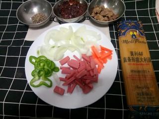 黑椒牛肉意面,先准备好所需材料。