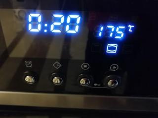 适合新手的一次性发酵酸奶小餐包,烤箱中下层,175度上下火20分钟左右