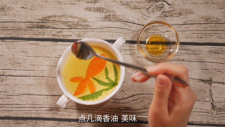 创意儿童餐 小鱼鸡蛋羹,最后滴几滴<a style='color:red;display:inline-block;' href='/shicai/ 847'>香油</a>,非常美味的小鱼蛋羹就完成了。