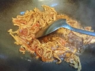 鱿爆笋丝,趁油热炒瘦肉丝出肉香