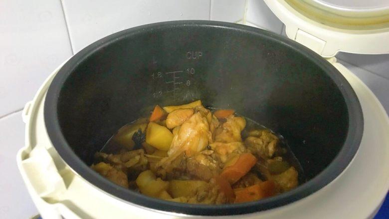 电饭煲+啤酒鸡翅根,翻拌一下出锅。