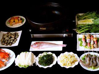 海鲜麻辣鸳鸯火锅,所有的食材备齐后