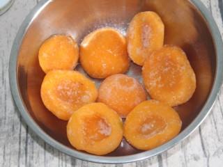 黄桃罐头,这是买好的冻黄桃,先化冻