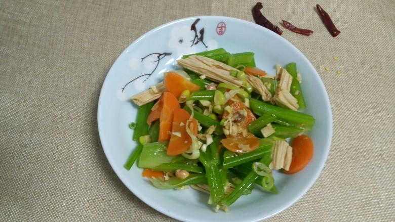 凉拌腐竹、芹菜