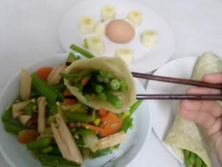 凉拌腐竹、芹菜,从上面看。