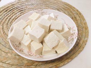 麻婆豆腐家常版,将豆腐块捞出沥干备用