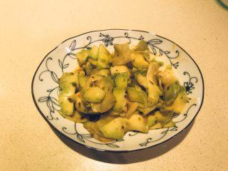 可口下饭菜(耳菜) ,搅拌成型,可口的下饭菜就做成了