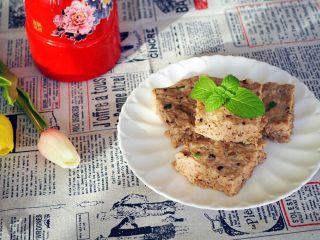 香菇虾米蒸肉饼,香菇虾米肉饼。 还可以把虾米换成马蹄或胡萝卜,做成香菇马蹄肉饼、香菇胡萝卜肉饼,一样好吃,