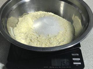 电饭煲+玉米面发糕,加入砂糖30克。