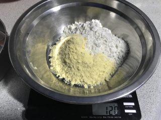 电饭煲+玉米面发糕,加入普通面粉50克。