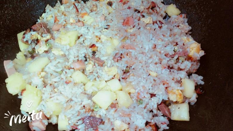 菠萝玉米肠蛋饭