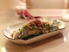 椒香葱油鲈鱼