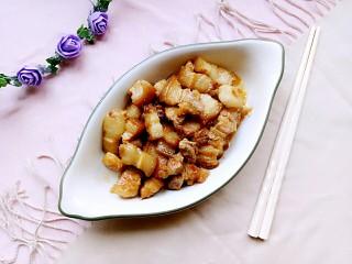 电饭锅+卤五花肉,煮好装盘子