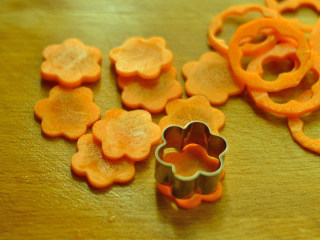 肥牛饭,用模具压出花朵的样子