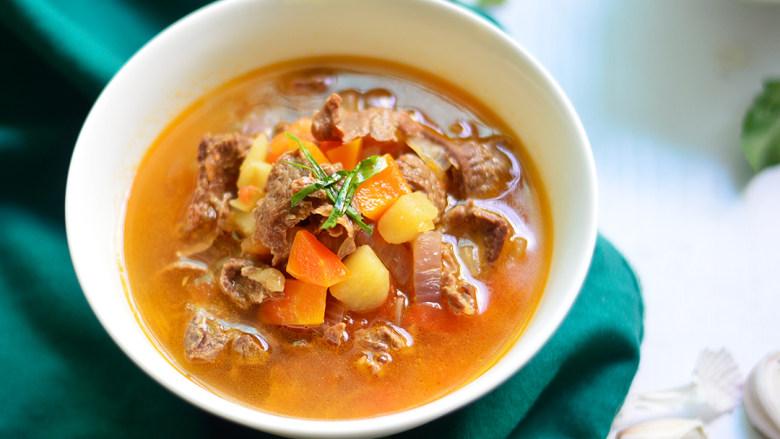 番茄牛肉杂蔬汤