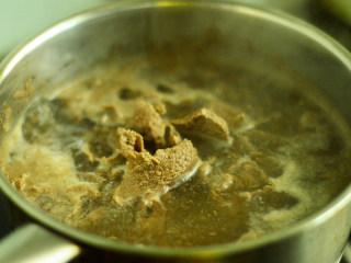 番茄牛肉杂蔬汤,焯掉血水后关火