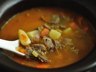 番茄牛肉杂蔬汤,再煮5分钟即可