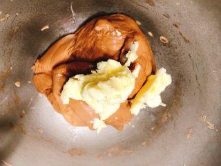 美味脏脏包,这时加入室温软化的黄油,注意这时厨师机调整为慢速打面。