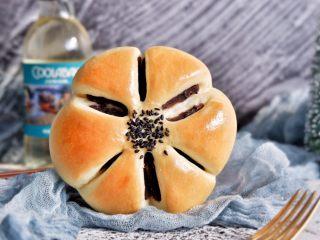 豆沙花朵面包,完成,来张嘴