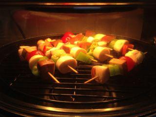 路边小吃自己做―鸡蛋干烤蔬菜串,设置180度、15分钟