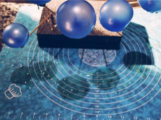 吉丁水晶球—可以吃的水晶球,将全部粘好吉利丁液的气球挨个插在珍珠泡棉上,尽量保证气球是垂直的。