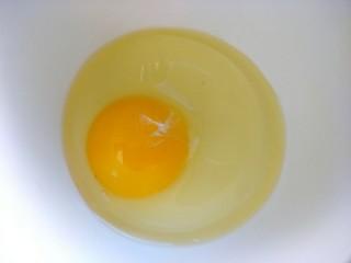 早餐-鸡蛋火腿炒饭,鸡蛋一个打散备用