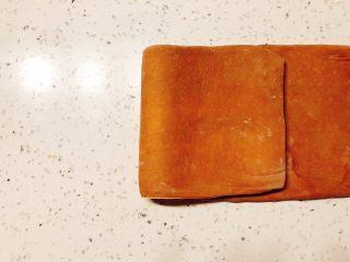 美味脏脏包,一端折到三分之二部分。