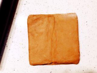 美味脏脏包,面片两头像里面折叠,收口处捏好