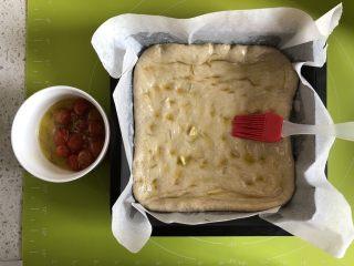 小番茄佛卡夏,刷一层浸泡番茄用的橄榄油