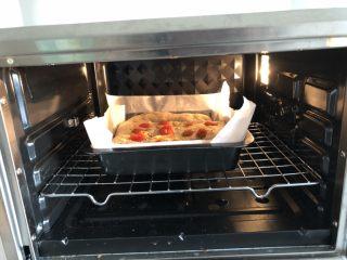 小番茄佛卡夏,烤箱提前预热,上火185度,下火190度,烤22分钟,终于观察,上色够了的话要加盖锡纸