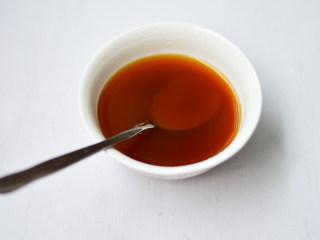 煎焖黄脚立,生抽和水调匀