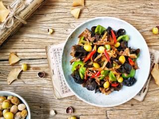有助于抵抗雾霾的木耳黄花菜炒肉