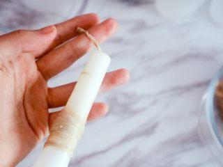 自制脆皮肠(宝宝版),在灌肠神器顶部全部套上肠衣,这样比较容易罐肉,顶部打结