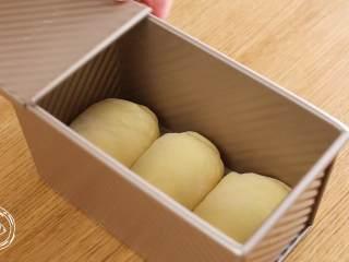12m+原味吐司(宝宝辅食),放入土司盒