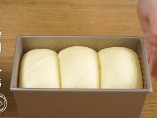 12m+原味吐司(宝宝辅食),发酵到8分满,烤箱170度预热5分钟~